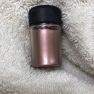 MAC Cosmetics loose pigment in Gold Stroke